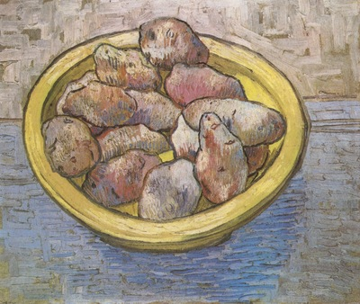 a dish with potatoes, arles