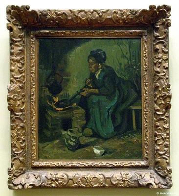 Paysanne cuisinant dans une cheminee