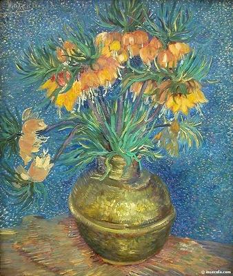 Fretillaires couronne imperiale dans un vase en cuivre
