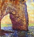 Monet The Mannerportre near Etretat
